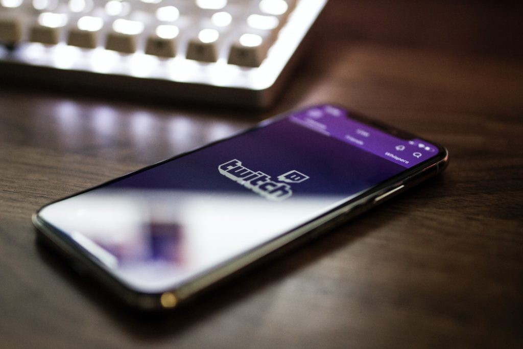 comment avoir des ses premiers viwers sur twitch quand on debute le streaming ?